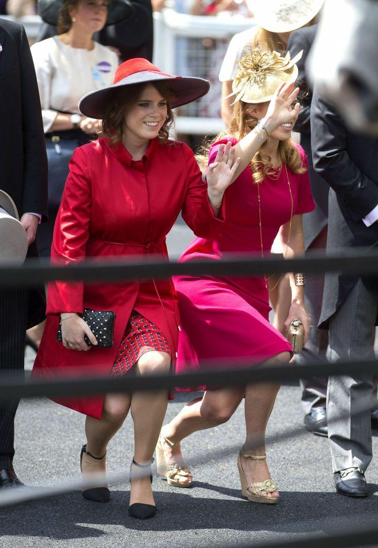 Księżniczka Księżniczka Beatrice i Eugenie i fal na głęboki ukłon ich babci.
