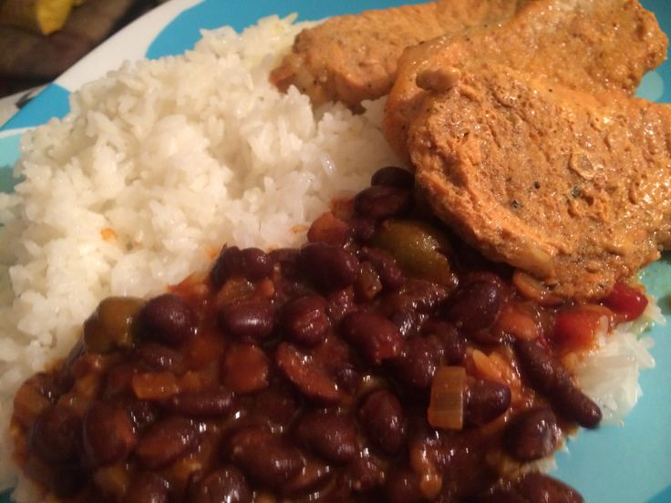 Pork chops with white rice and black beans🍛