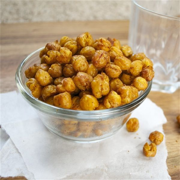 chili lime roasted chick peas - hate garbanzo beans...but I kinda ...