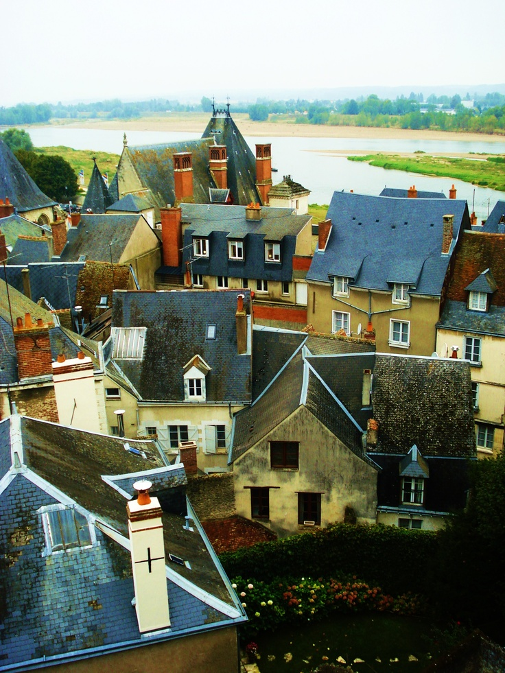 Un village qui donne son nom à une appellation, c'est Amboise en Touraine, Loire Valley, France.