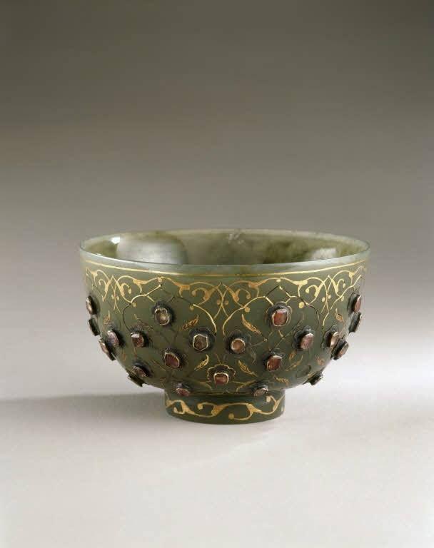 Coupe en jade (incrustations d'or, rubis), entrée dans la collection de Louis XIV entre 1684 et 1701 – Istanbul, vers 1550-1560 - Paris, Musée du Louvre