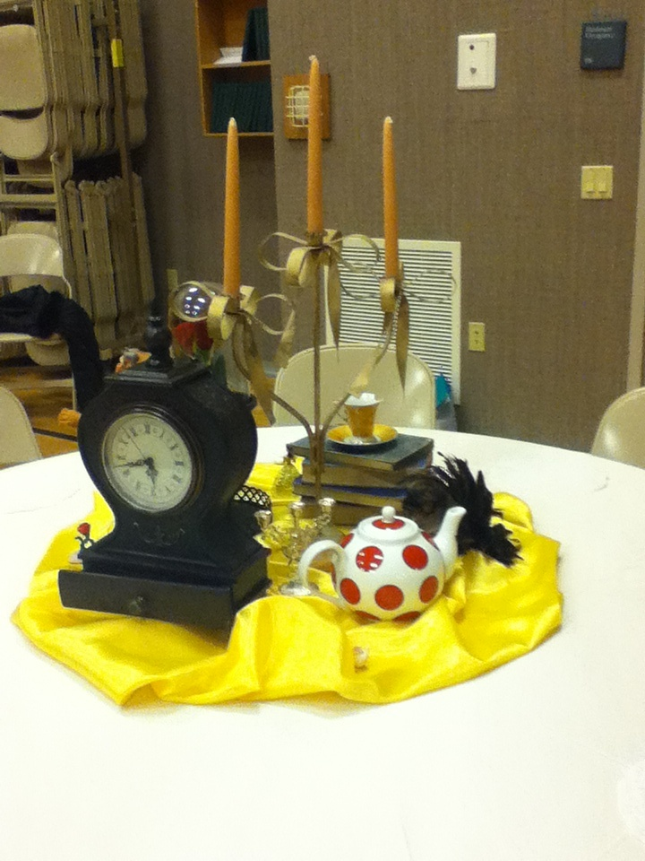 Beauty and the beast table decor cinderella birthday for Beauty and beast table decorations