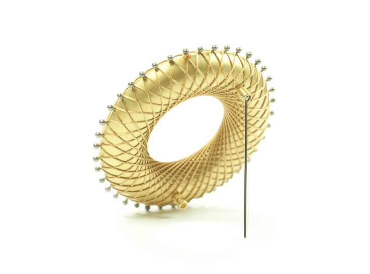 Ezra Satok-Wolman Brooch: The Mathematical Fingerprint of God, 2012 791 (19k) yellow gold, 750 white gold, silk 5.8 x 5.8 x 1.7 cm Back view