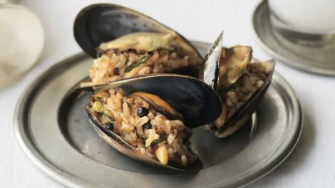 ... cafe in Istanbul. Stuffed mussels, Istanbul street-style recipe