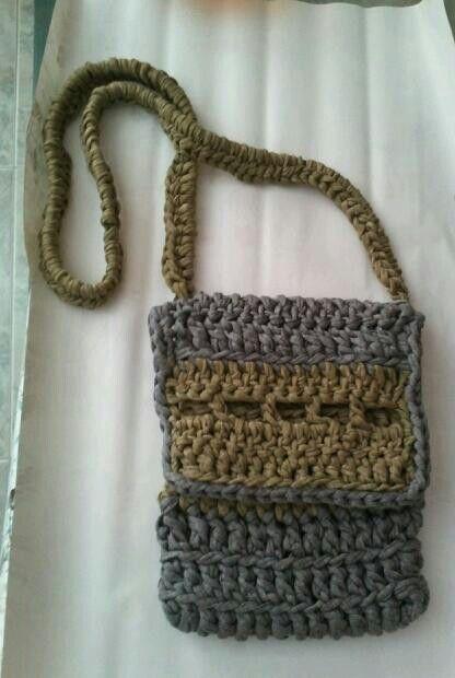 Bolso bandolera a crochet con trapillo for Bolso crochet trapillo