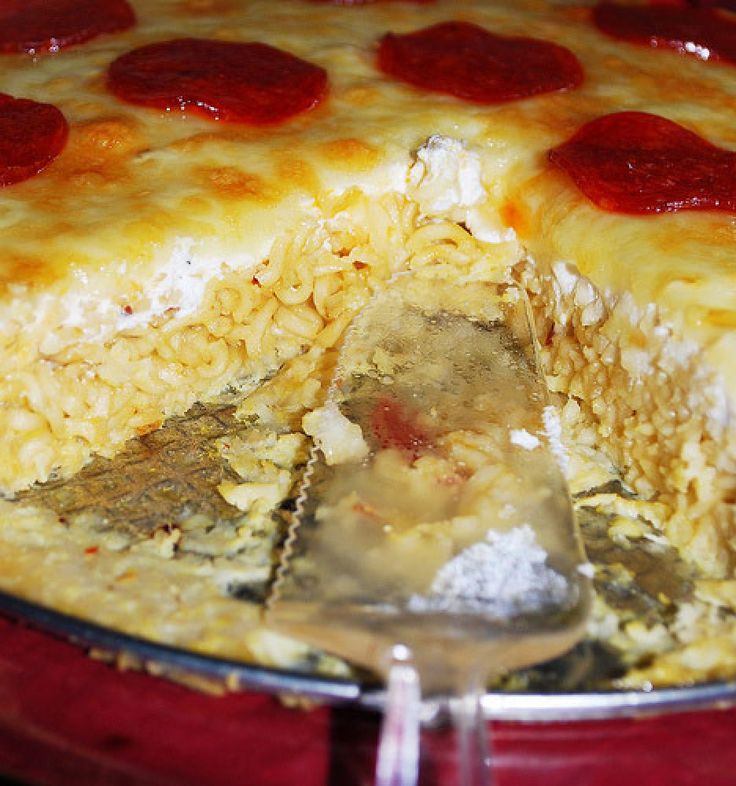 Pepperoni ramen pizza....yup. Gotta try this for Christean.