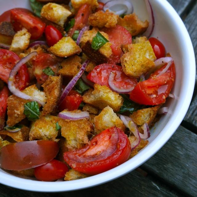 panzanella bread salad | Vegetarian-Friendly | Pinterest