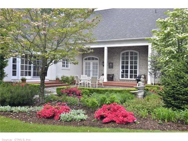 Beautiful front yard front yard fabulous pinterest for Beautiful front yards