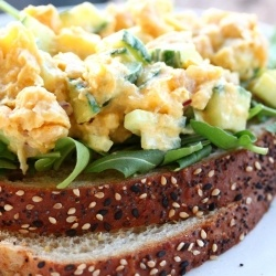 Curry chickpea salad sandwiches (vegetarian)