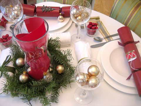 Red Tape And White Plates Christmas Dinner Table Decorations Photos