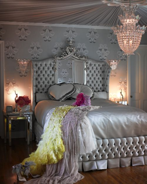 Glamour me decor pinterest for Dramatic beds