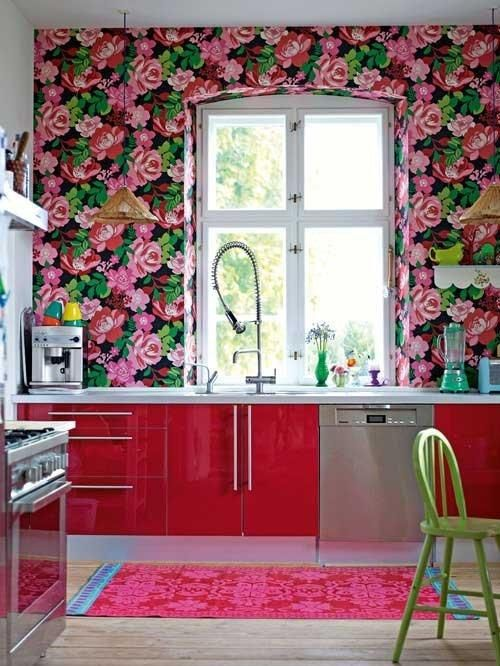Crazy Kitchen Color: Bright Pink & Red Floral Wallpaper — Kitchen
