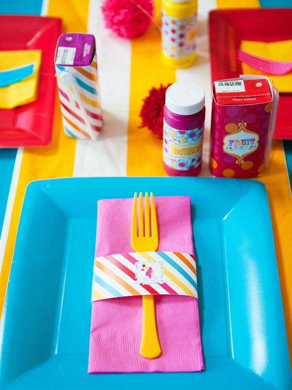 carnival party place settings