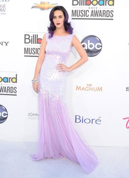 Katy Perry - matching your hair to your dress....hmmmmmm