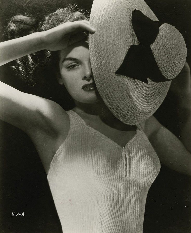 """Jane Russell, """"The Outlaw"""", 1943 Photo: George Hurrell"""