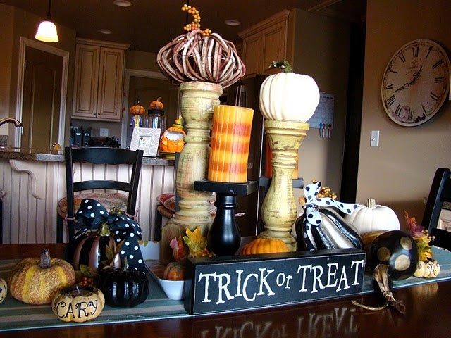 Tons of cute ideas for decorating for Halloween!