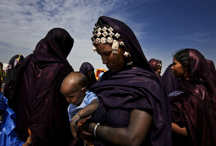 Africa | Tuareg women, Queens of the Sahara | © Brent Stirton.