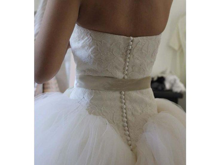 http://1.bp.blogspot.com/-6GZSKpNd-sc/T7ZdsSx-XII/AAAAAAAAASU/5zUNEJYa1BM/s1600/Vera-Wang-Ball-Gown-Kate-Hudson-Bride-Wars-Off-WhiteIvory-2011-144996.jpg