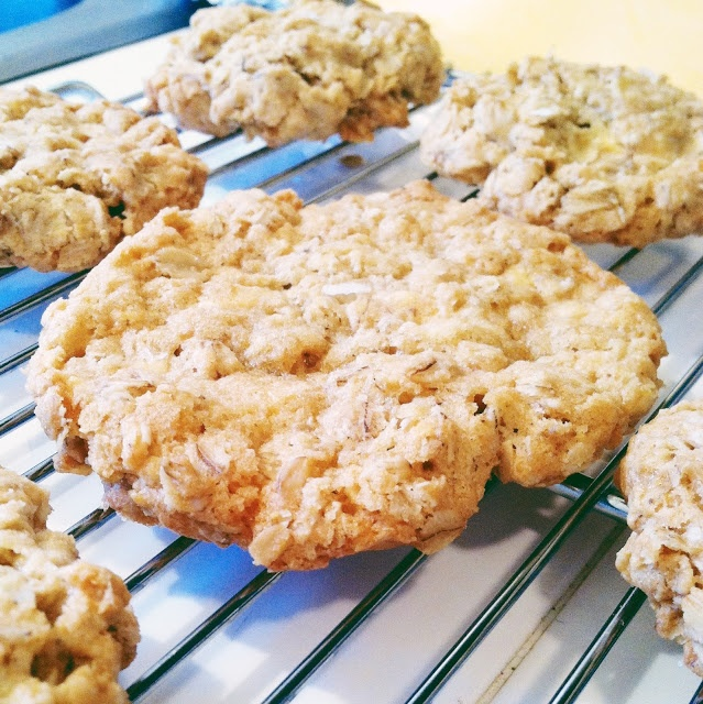 little kitchie: crispy salted white chocolate oatmeal cookies