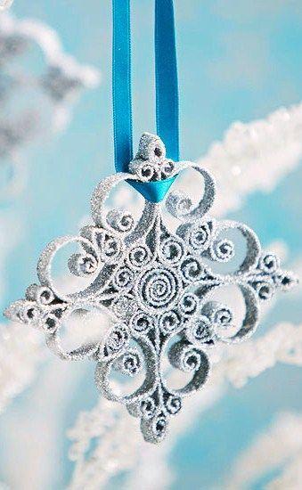 Navidad ● DIY Tutorial ● Quilled copo de nieve del ornamento.  Hemos hecho éstos como regalos.  Muy bonito, pero no es un proyecto para la atención cortos abarcó!