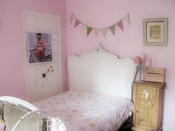 petite chambre jeune fille avec des id es int ressantes pour la conception de la. Black Bedroom Furniture Sets. Home Design Ideas