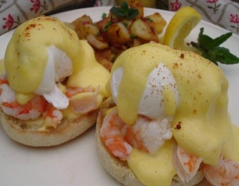 Shrimp Eggs Benedict http://www.momsmenuplanner.com/recipes/weekender ...