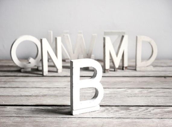 http://dekoratornia.blog.onet.pl/2013/10/23/biale-dekoracyjne-literki-i-napisy-piekne-dekoracje-do-kazdego-pomieszczenia/