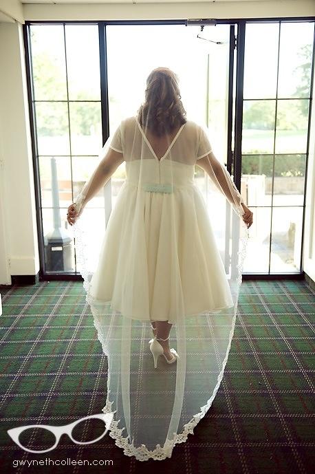 Long veil with Tea length dress?