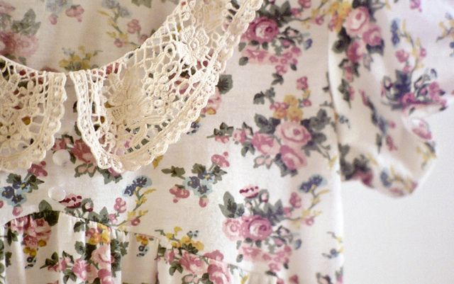 floral print and collar