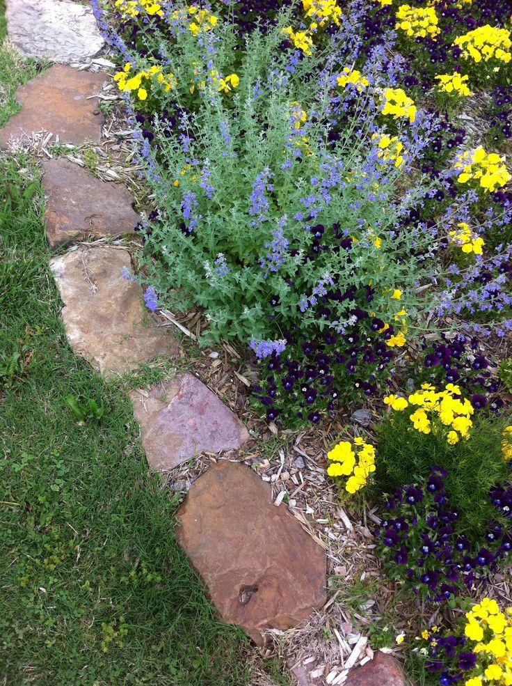 Flower bed ideas rock border garden landscaping ideas for Rock flower bed ideas