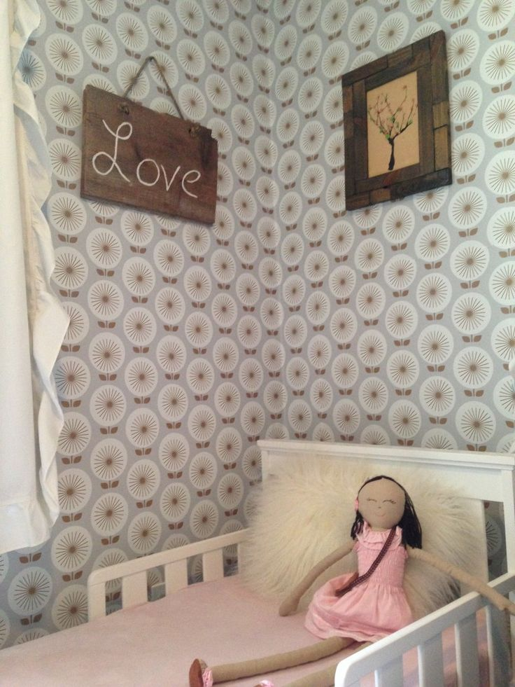 Modern children's wallpaper from @chasingpapernyc - we love it for a #biggirlroom! And the best part is, it's totally removable!