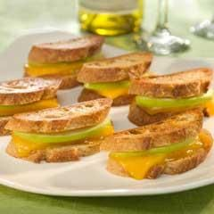 Cheddar & Apple Panini Bites | Appetizers | Pinterest
