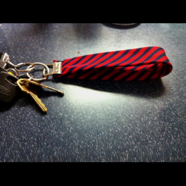 Key fob made from a necktie-will do a variation of this idea w hubby's ...