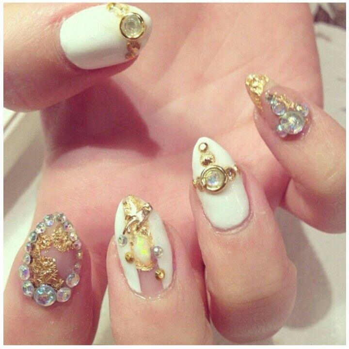 Almond white and gold nail art | Nail Inspiration | Pinterest