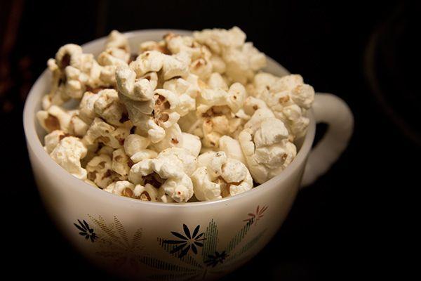 25 Creative Homemade Popcorn Recipes - coconut curry popcorn