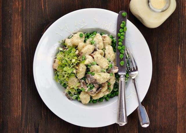 Gnocchi with Bacon, Oyster Mushrooms, Peas & Cream