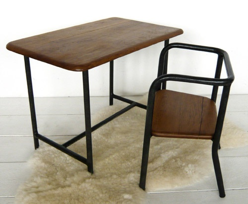 BF103 Small desk and chair Desks