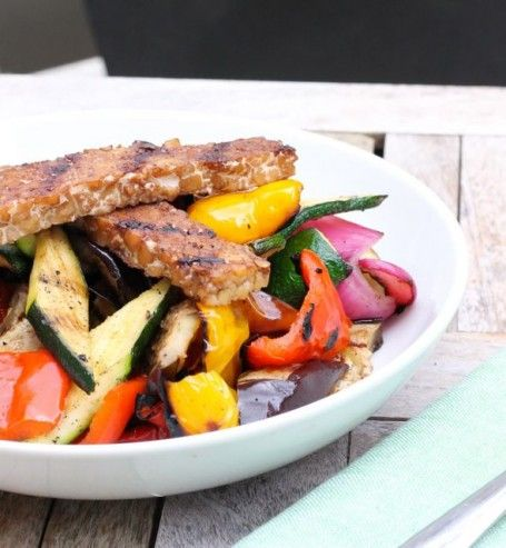 Maple Balsamic Grilled Tempeh and Veggie Quinoa Bowl - Eat Spin Run ...