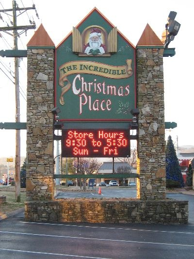 Christmas Decorations In Pigeon Forge Tn : Christmas place smoky mountain memories