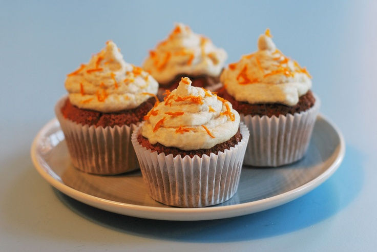 Gluten Free Almond and Orange Cupcakes with Cashew Cream Icing