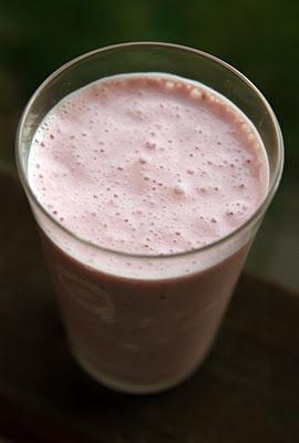 Raspberry Rosewater Ginger Smoothie: yogurt, frozen raspberries, maple ...