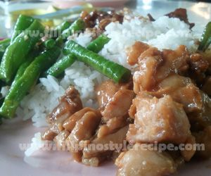 Chicken and Green Beans with Spicy Peanut Sauce
