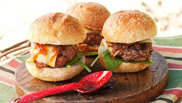 caramelized onion jam on burgers | Favorite recipes | Pinterest