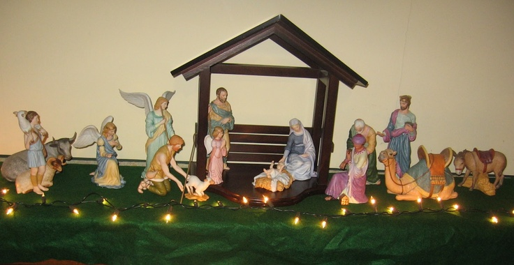 Lenox Renaissance Nativity Set I don't have all of these pieces though ...