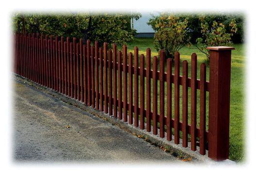 klassiskt spjälstaket med bygginstruktion. Picket fence with building ...