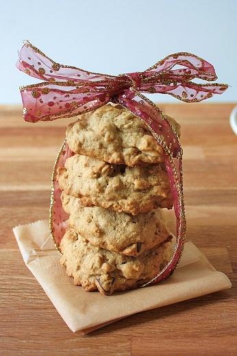Applesauce Raisin Oatmeal cookies -vegan and gluten-free!