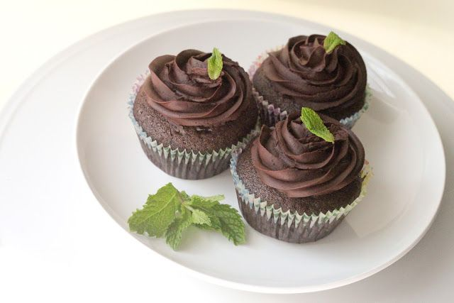 The Sweet Art: Vegan Chocolate Cupcakes (Eggless & Butterless)