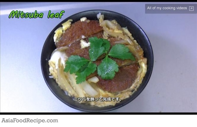 Katsudon is a popular Japanese rice bowl topped with tonkatsu (pork ...