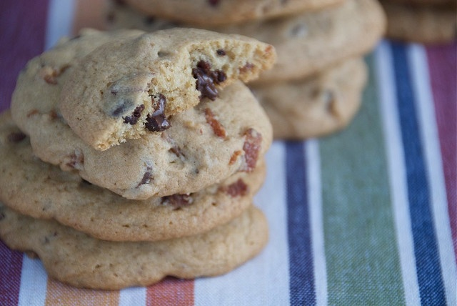 Maple Bacon Chocolate Chip Cookies   Christmas Cookie Exchange Ideas ...