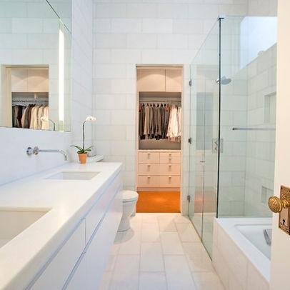 Narrow bath layout in all white design maison hugo van for Long skinny bathroom ideas